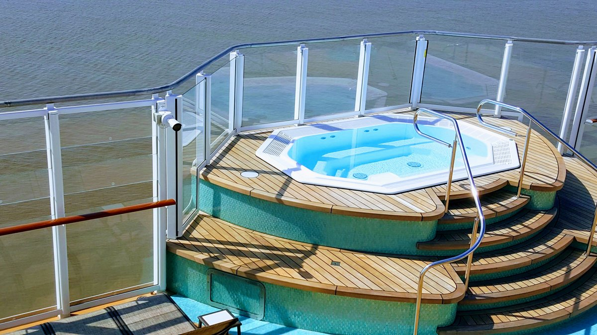 Hot tub on Norwegian Bliss
