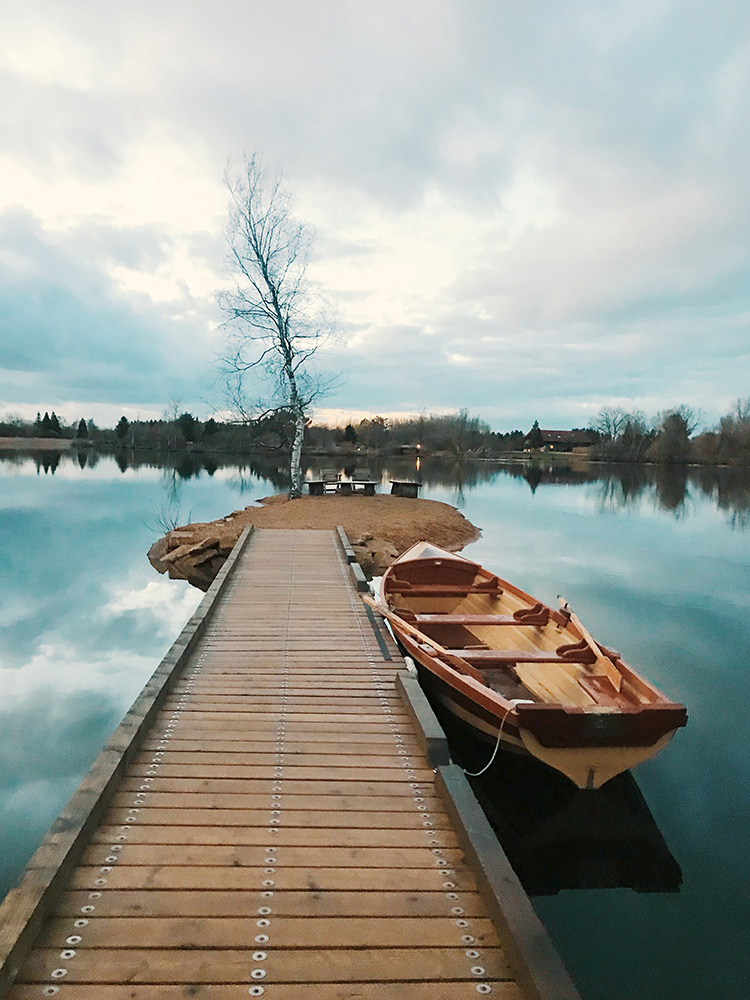 Claire Robinson photographed a rowing boat by a jetty in the Cotswolds